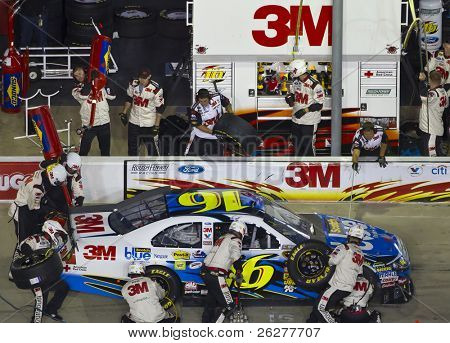HAMPTON, GA - SEP 05:  Greg Biffle brings his Scotch 3M Ford in for service during the Emory Healthcare 500 race at the Atlanta Motor Speedway in Hampton, GA on Sep 05, 2010.