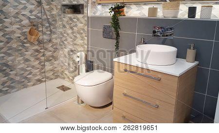 A Modern Bathroom In New Restoration House