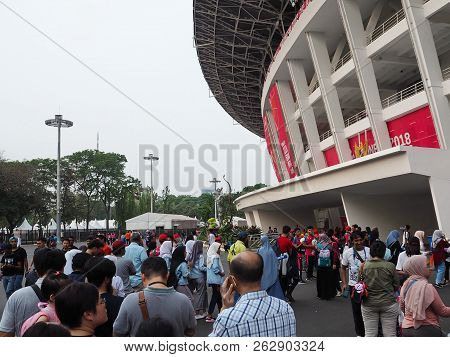 Jakarta, Indonesia - October 12, 2018: Crowd Of People Lined Up In Lines To Enter The Stadium Of Gel