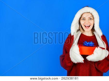 Christmas Girl. Christmas Present. Beautiful Santa Girl. Christmas Shopping. Shopping Mall. Shopping