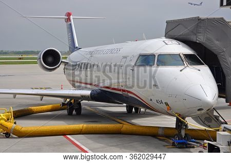 Philadelphia, Usa - May 3, 2012: Us Airways Express Bombardier Crj Canadair Regional Jet 200 N434aw