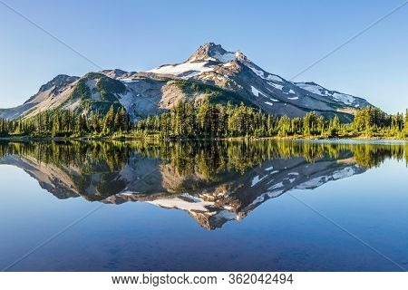 Summer Sunrise South Sister Mountains In Central Oregon Near Bend Are Reflected In Green Lakes. Moun