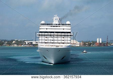 The Cruise Ship Maneuvering Inside Nassau Harbour Before Getting Moored (nassau, Bahamas).
