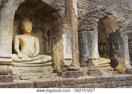 Sukhothai, Thailand - November 18, 2013: Buddha Statues At The Ruins Of Si Satchanalai Temple In Suk