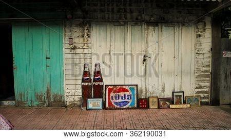 Lampang, Thailand, 10 October 2019,walking Street.old Art Wall And Door At Lampang Thailand.vintage