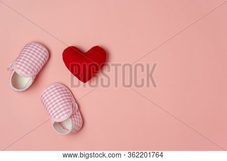 Top View Aerial Image Of Decoration Happy Mothers Day Holiday Background Or Women & Kid Fashion Conc