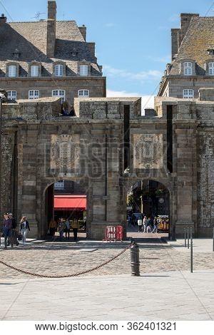 Saint-malo, France - September 12, 2018: Gate Of Saint Vincent In Saint Malo, Brittany, France