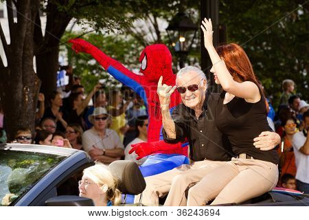 Spider-Man creator Stan Lee waves to the crowd at the annual DragonCon parade