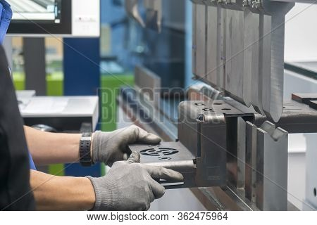 The Press Brake Hydraulic Bending  Machine Operation,bending The Automotive By  Skill Worker. The Sh