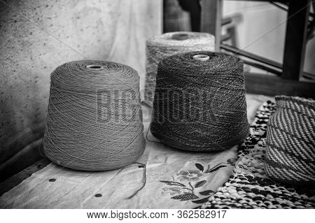 Old Wool Clews