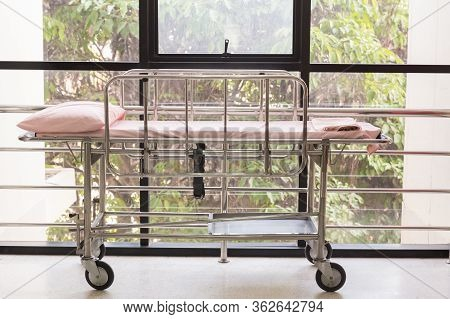 Empty Bed In The Hospital Emergency Department . Deluxe Private Ward. Equipped Hospital Room. Image