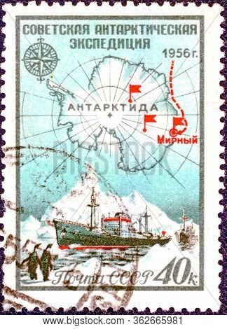 Ussr - Circa 1956: Postage Stamp Printed In Ussr  With A Picture And With The Inscription In Russian