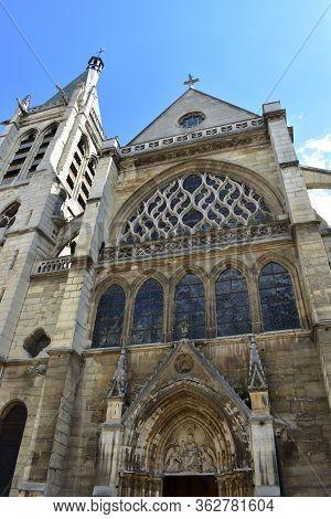 Eglise Saint-severin Located At The Latin Quarter, Flamboyant Gothic Church With Blue Sky. Paris, Fr