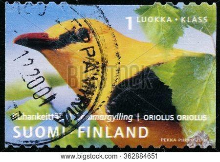 Vintage Stamp Printed In Finland 2001 Show Bird