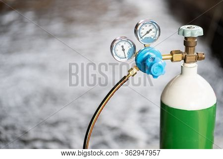 Equipment Medical Oxygen Tank And Cylinder Regulator Gauge.control Pressure Oxygen Gas For Care A Pa