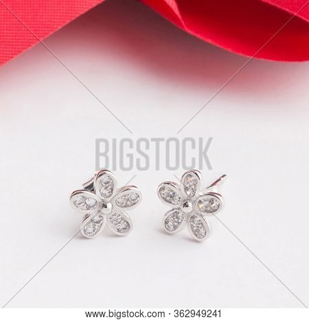 A Pair Of Beautiful 925 Sterling Silver Earrings In Flower Shape Decorate With Cubic Zirconia Isolat