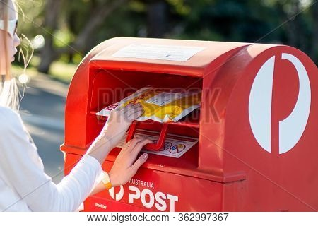 Sydney, Australia 2020-04-25 Sending An Express Post Satchel Via Australia Post Red Post Box. Austra