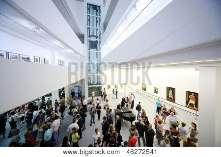 Moskau - AUG 16: Der Blick von den Höhen auf Fotoausstellung atomaren Zivilisation in den Multimedia