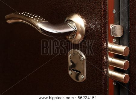 metal door lock with pull out bolts