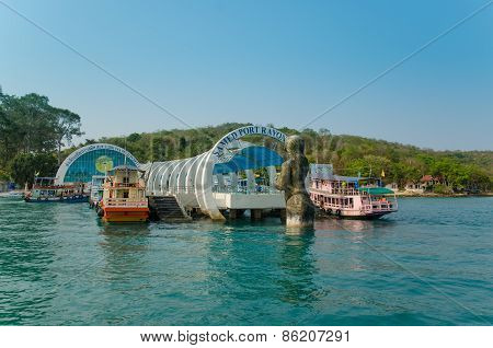 Rayong,thailand - March 15: The Beautiful Entrance Of Samet Island Which Welcome For All Foreigner A
