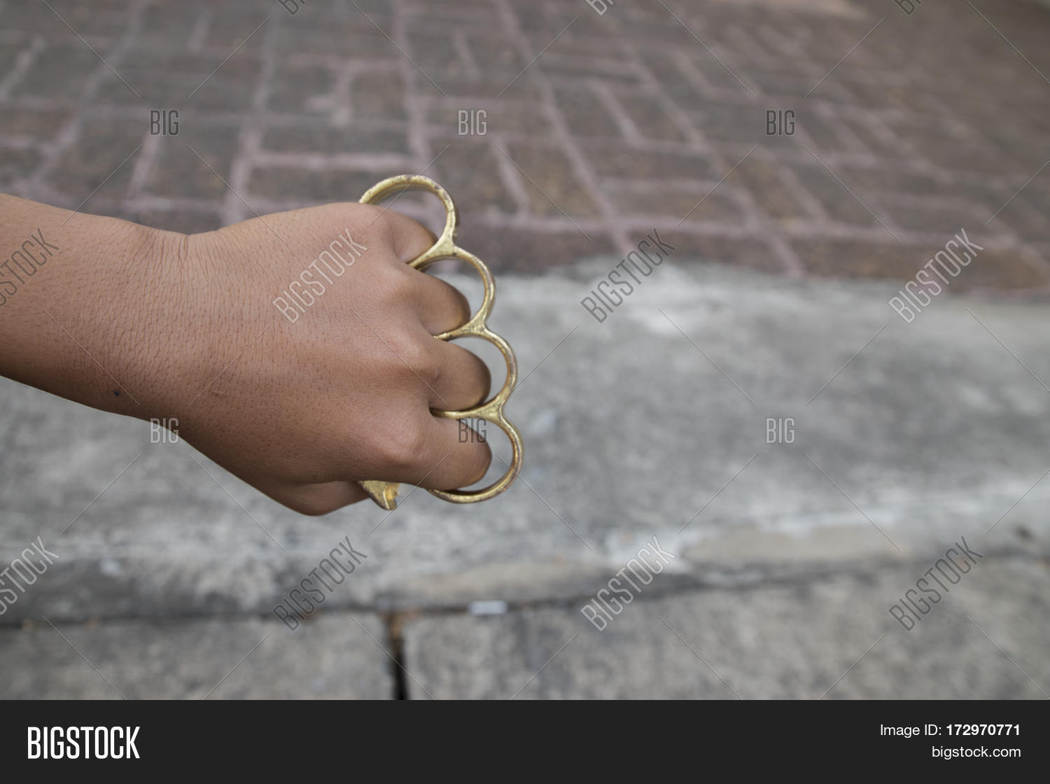 How to wear safely brass knuckles advise to wear for spring in 2019