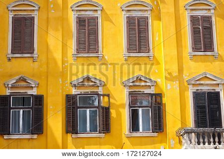Picture of a vintage yellow building in Pula Croatia
