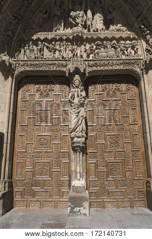 Leon (Castilla y Leon Spain): exterior of the medieval cathedral in gothic style: facade