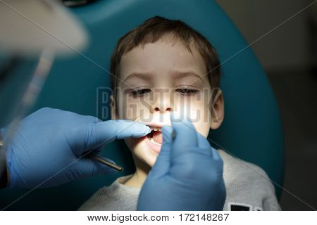 Inspection of the child's teeth in the dental clinic