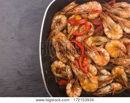 Cooked Fresh Shrimp With Tomato And Onions / Cooked Fresh Shrimp With Tomato And Onions Served In A