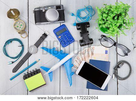 Plane, Passport, Money, Camera, Compass, Headphones, Binoculars, Watch, Smartphone, Calculator, Glas