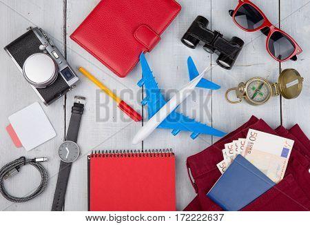 Plane, Passport, Money, Camera, Compass, Headphones, Sunglasses, Binoculars, Jeans, Notepad, Wallet