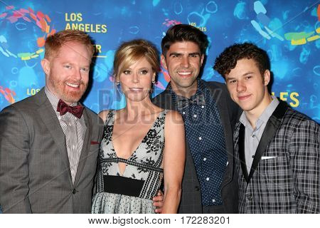 LOS ANGELES - SEP 24: Jesse Tyler Ferguson, Julie Bowen, Justin Mikita, Nolan Gould - LA LGBT Center 47th Gala Vanguard Awards at the Pacific Design Center on September 24, 2016 in West Hollywood, CA