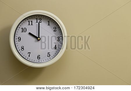 The time for wall clock of the room is 10:00
