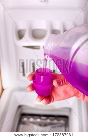 Pouring Detergent For Washing Machine