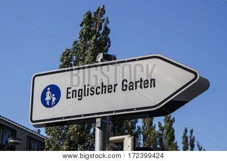 Street sign at the Leopoldstrasse in Munich that shows the way to the English Garden (Englischer Garten)