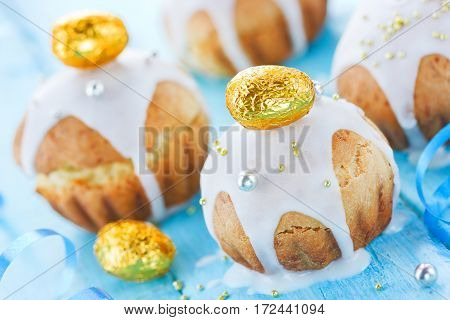 Delicious Easter cakes with golden candy eggs