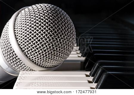 Microphone is on piano keyboard, close-up view