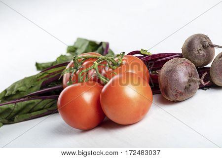 Raw fresh beetroot and tomatoes