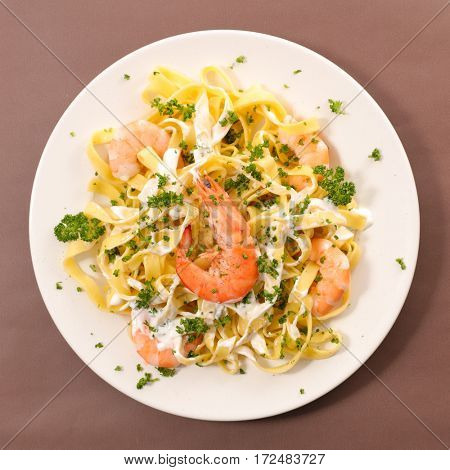 pasta with cream and prawn