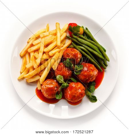 Roast meatballs, chips and vegetables