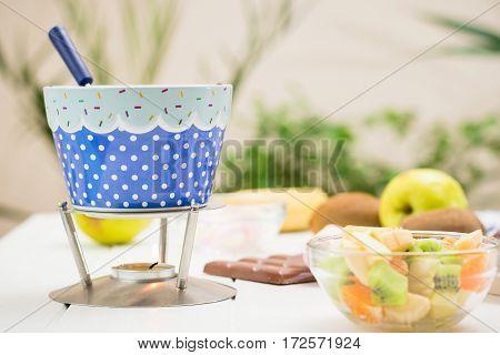 Fondue Chocolate, Marshmallows, Apple, Tangerine, Kiwi And Banana.