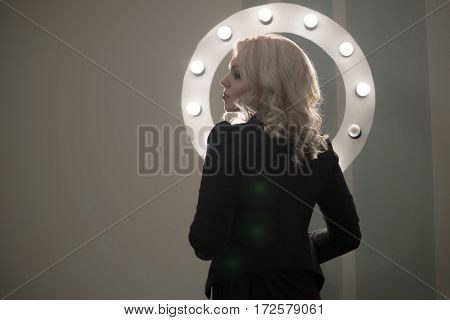 Curly bond hair woman, makeup light round