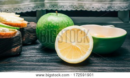 Honey, green apple and lemon. Sandwiches of bran bread with cottage cheese