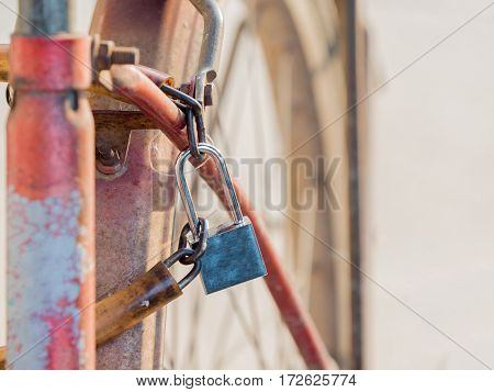 security of bicycle lock with the pole