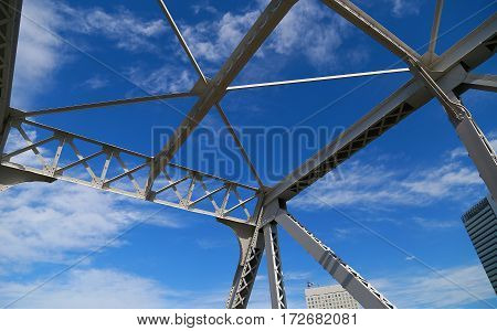 Scenery of a steel frame and the blue sky of the iron bridge