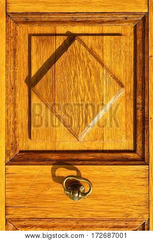 The Ternate   Brass Brown Knocker In A  Door Curch  Closed