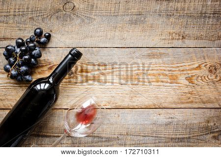 Wine set with glass, bottle and fresh grape on wooden desk top view mockup