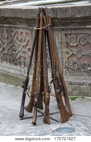 The old guns / Old guns Musketeers stand aside