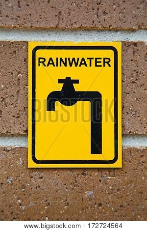 Rainwater tap for ecological water use