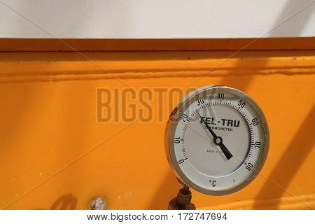 Industrial thermometer for oil and gas industry